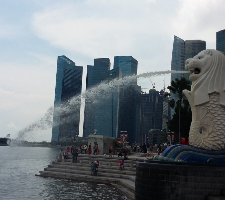 Singapore's merlion fountain shooting water from it's mouth